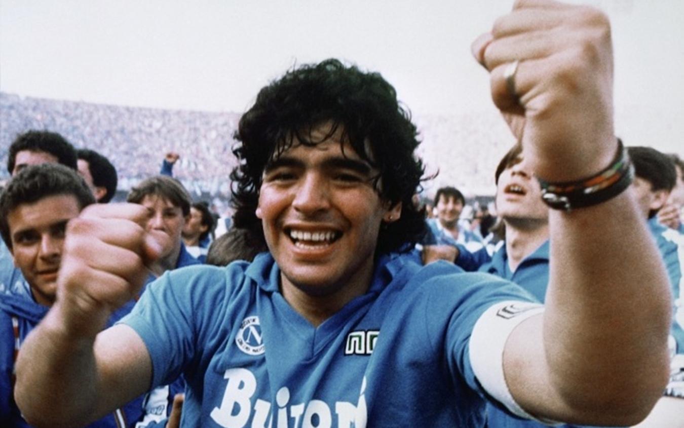 Maradona a Napoli, il 4 luglio il pibe riceverà la cittadinanza onoraria