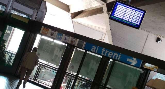 Arrestati due specialisti in furti di portafogli in Circumvesuviana
