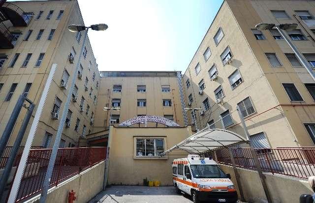 Napoli, infermiere malmenato da paziente in attesa di colonscopia