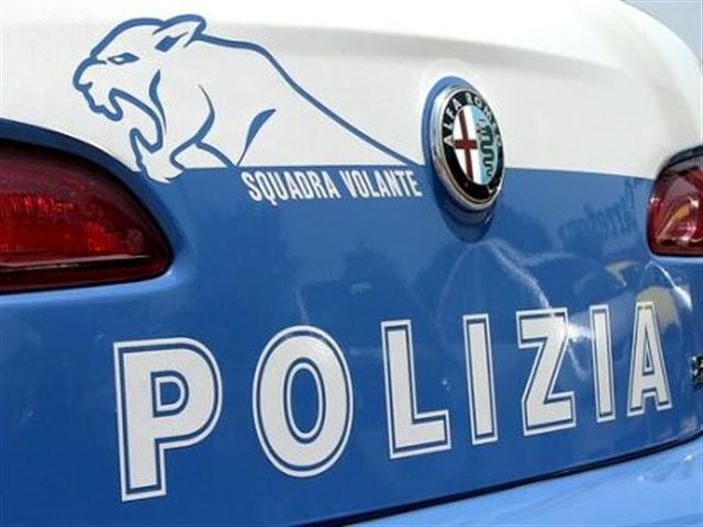 Auto di lusso rubata a Bologna intercettata a Caserta, ladro arrestato dopo inseguimento