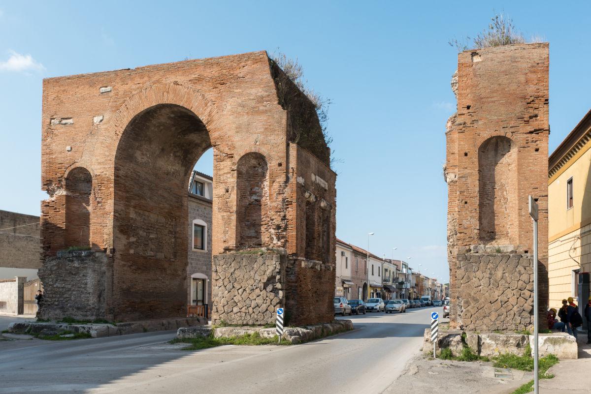 Arco adriano terminati i lavori le critiche del pd - Piscina santa maria capua vetere ...
