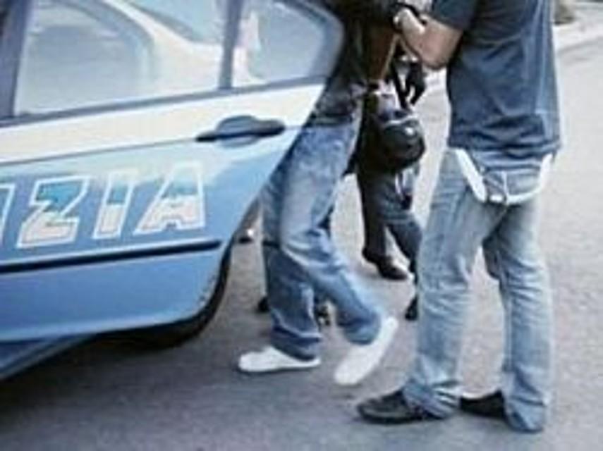 Spacciavano hashish e cocaina al Parco Mercatello: arrestati due 20enni
