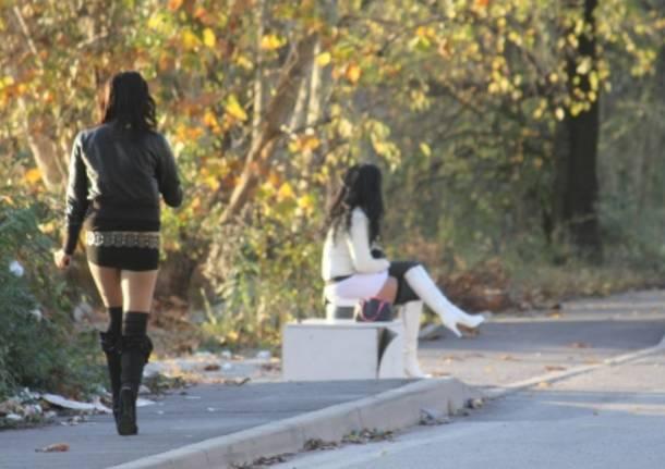 Salerno, prostituzione e ubriachezza molesta: due denunce e un'espulsione