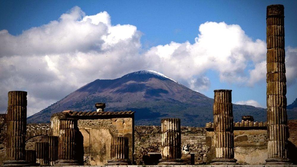 Scavi di Pompei, sfregiato l'affresco di Bacco e Arianna