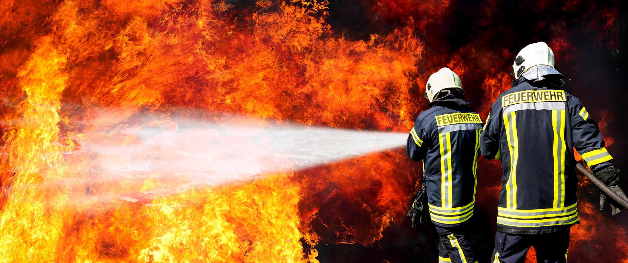 Incendio nella galleria Santa Lucia, cinque operai feriti: uno è grave