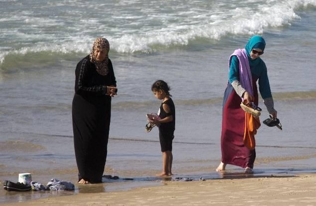 In piscina con burkini, proteste delle famiglie in hotel