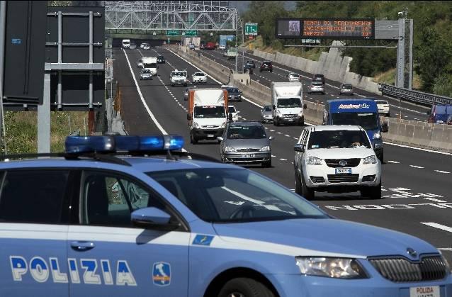 Investito su autostrada A1, muore un uomo: otto km di coda