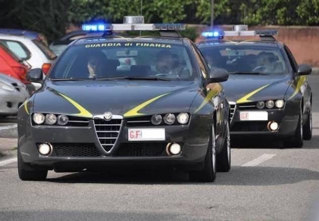 Due uomini sorpresi con 70.000 euro falsi e valuta estera contraffatta