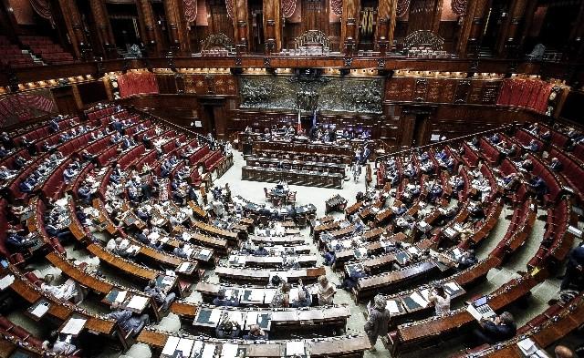 """Vaccini, la Camera vota la fiducia al decreto con 305 """"sì"""""""