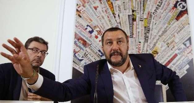 Rassegna stampa lunedì 13 agosto, Ferragosto di fuoco tra Lega e Forza Italia