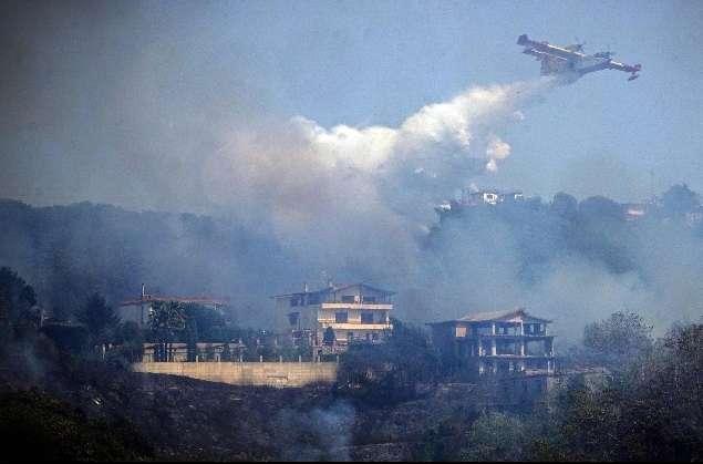 Incendi: brucia ancora il Faito, anche una casa in fiamme