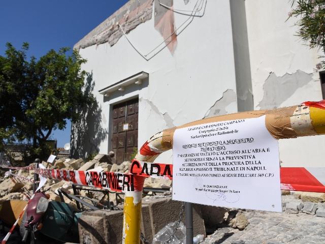 Terremoto ischia sono le persone senza casa - Casa senza fondamenta terremoto ...