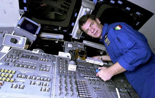 Astropaolo fotografa il golfo di napoli dallo spazio for Separa il golfo di napoli da quello di salerno