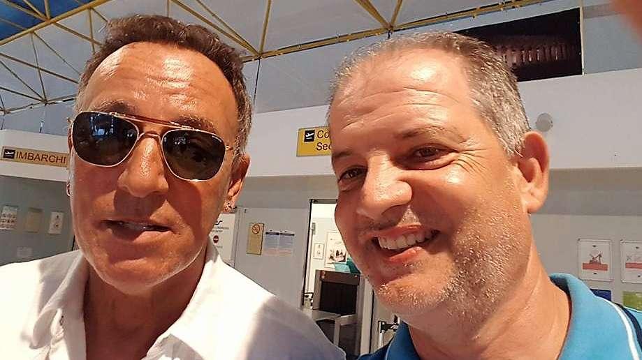 Paris Hilton e Bruce Springsteen atterrano all'aeroporto di Salerno
