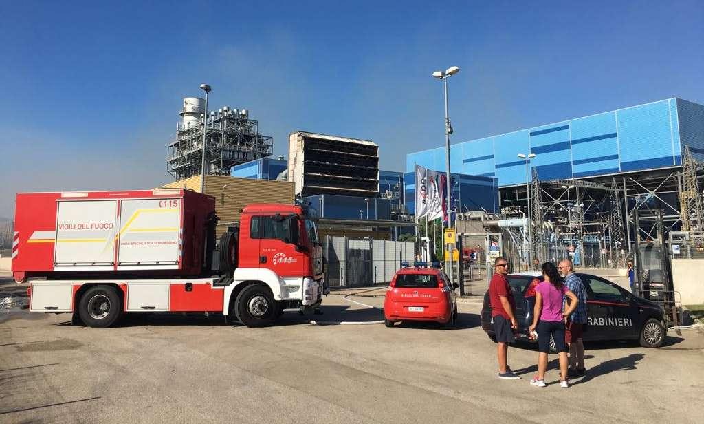 Paura per incendio nei pressi della centrale elettrica nel Casertano