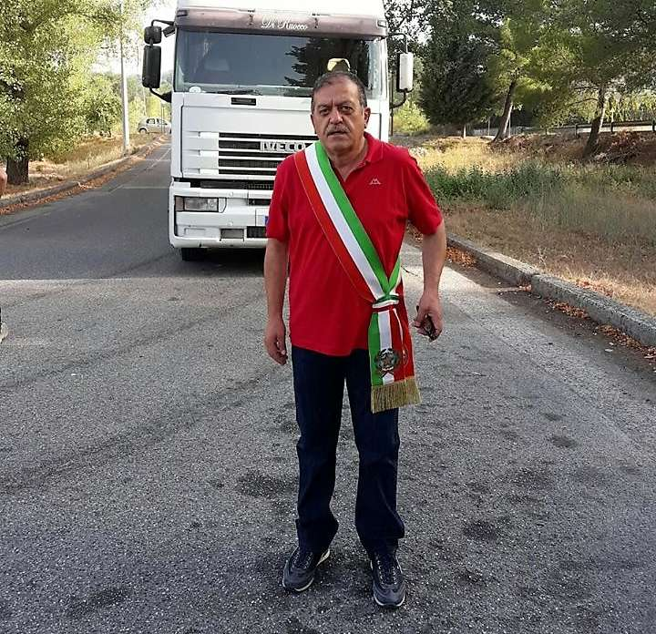 """Buccino: sindaco e cittadini protestano: """"Qui percolato da tutta Italia"""""""