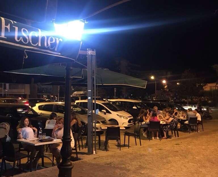 Caserta:  parcheggiatori abusivi con tariffario differenziato a Piazza Pitesti