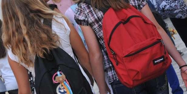 Istat: Napoli e Caserta le province con più adolescenti