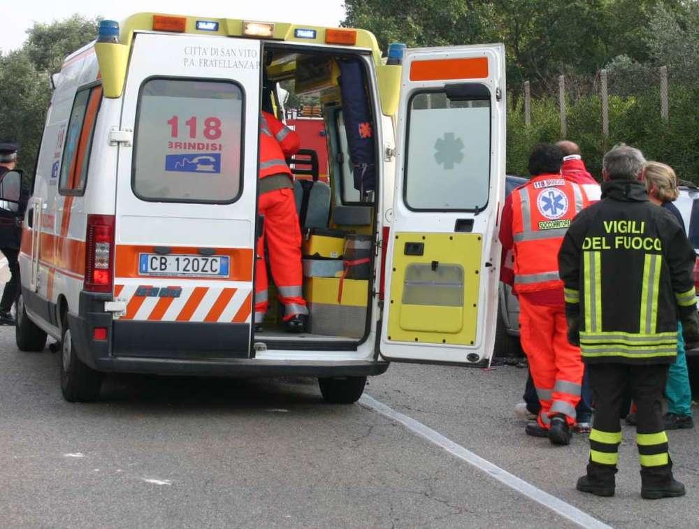 Tragedia a Sarno, 86enne si ribalta con l'auto e muore sul colpo