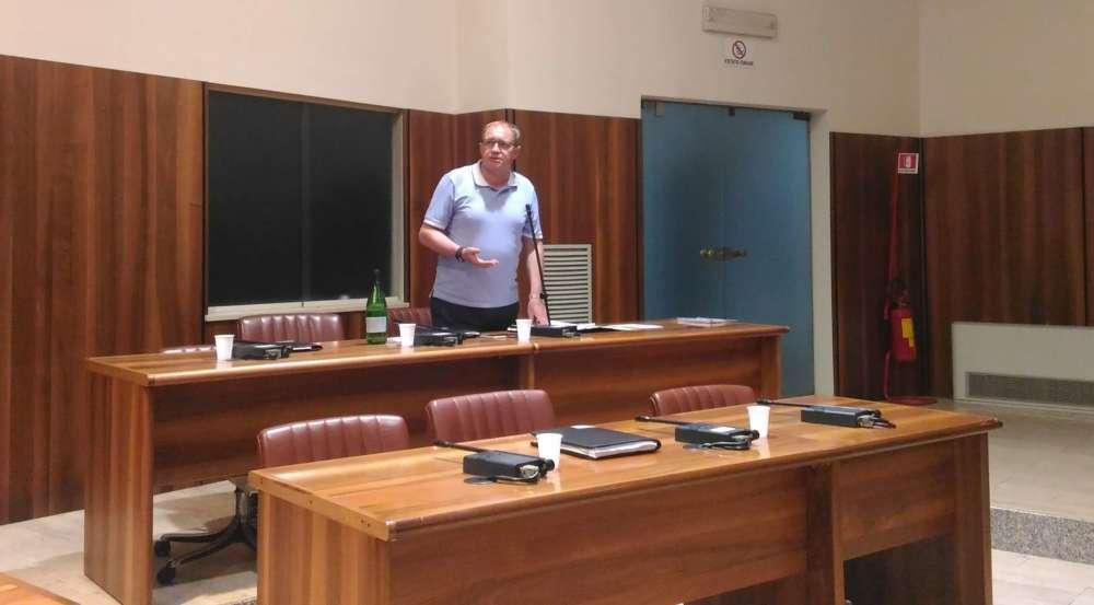 """Teatro Gesualdo – Preziosi: """"Serve chiarezza"""". Foti: """"Non so come finirà"""""""