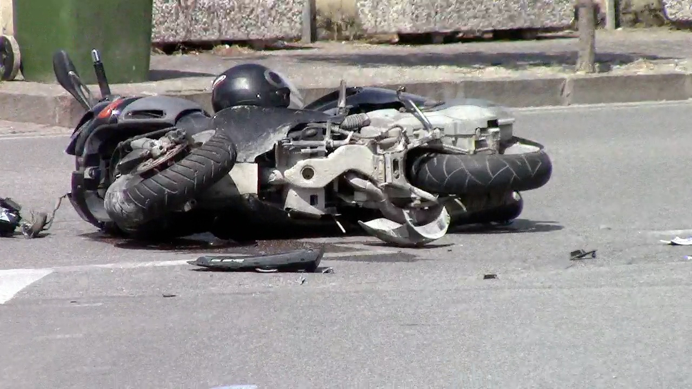 Perde il controllo dello scooter e si schianta contro un muro: muore 49enne nel Casertano