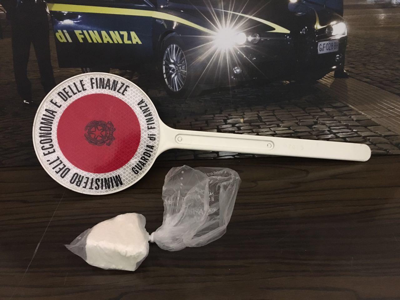 Trovato con cocaina per un valore di 25mila euro, assolto