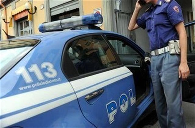Agguato in centro: colpito 26enne in auto con una ragazza