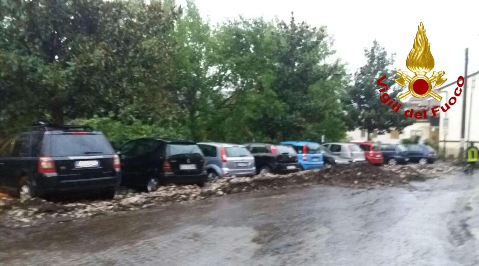 Maltempo in Campania. Slavina di fango nell'Avellinese, vento e pioggia a Napoli