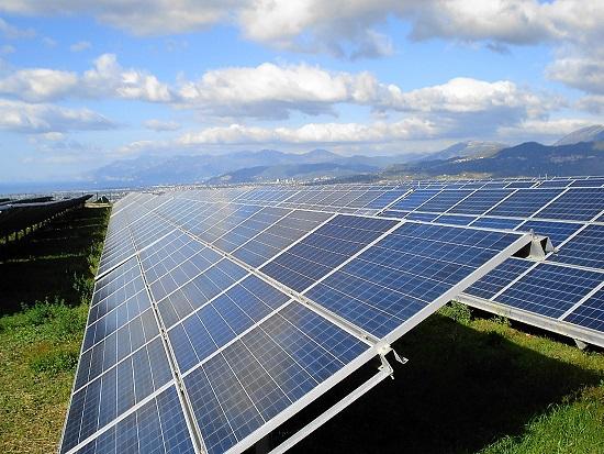 Palo pubblica illuminazione con pannello fotovoltaico: illuminazione