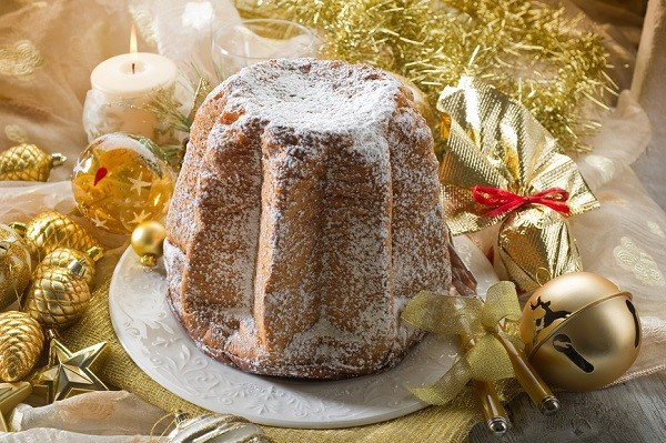 Mancano burro e farina, pandoro a rischio per Natale