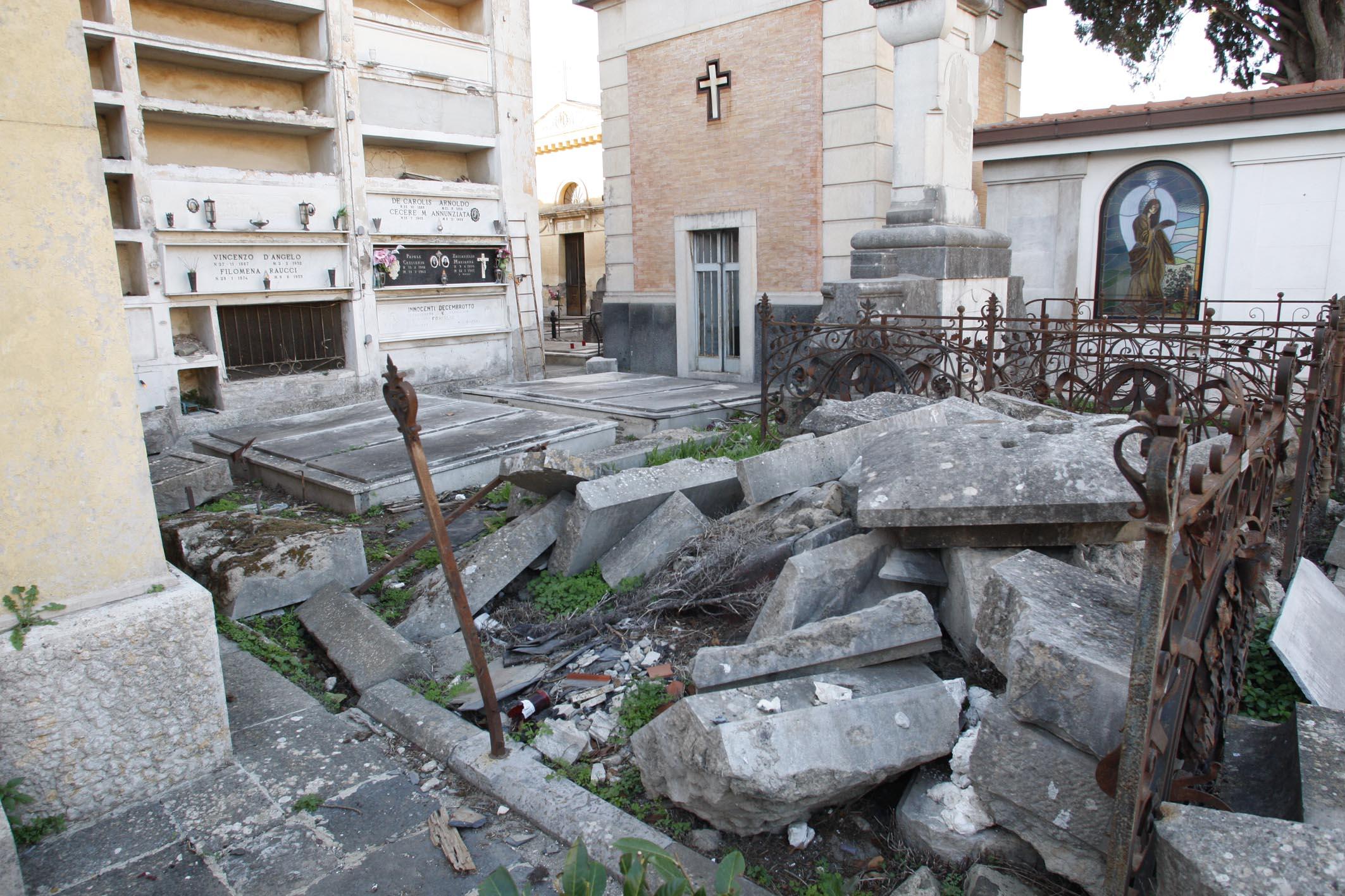 Santa Maria Capua Vetere – Cimitero Vecchio: leggasi degrado e decadenza