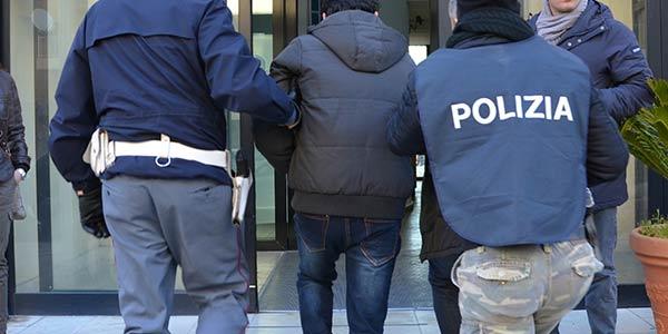 Nocera, catturato stalker; Salerno, condannato spacciatore