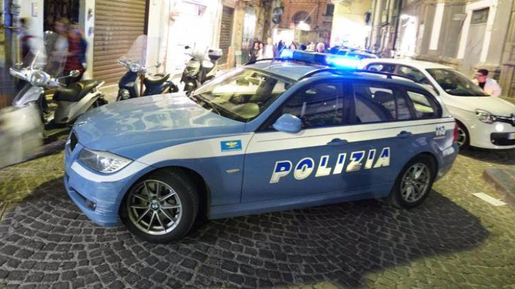 Ladro rischia il linciaggio, salvato e arrestato dalla polizia