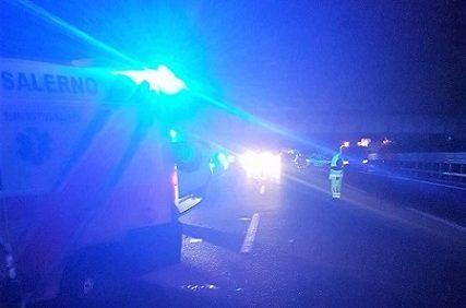 Raccordo SA-AV: auto si schianta contro guardrail, muore 17enne