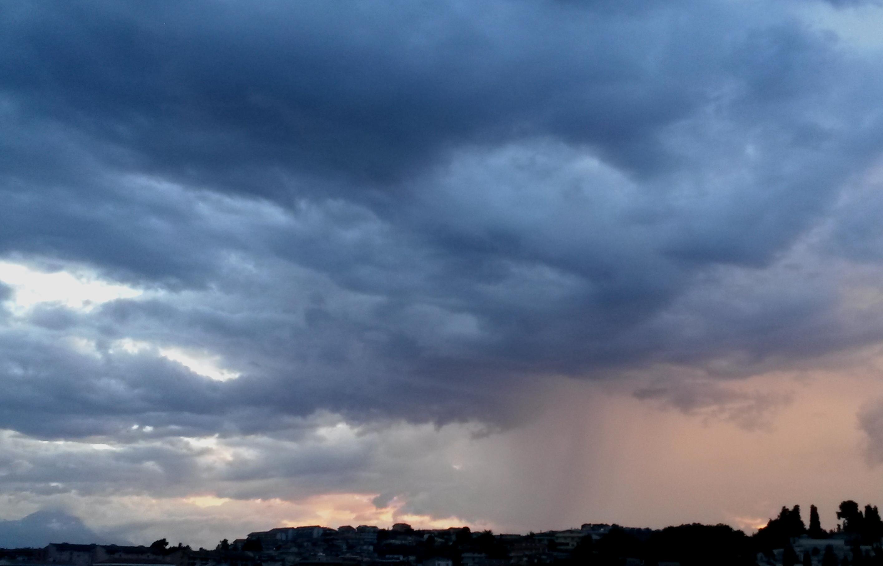 """La Protezione civile avverte: """"Allerta meteo in Campania dalle 14 alle 20"""""""