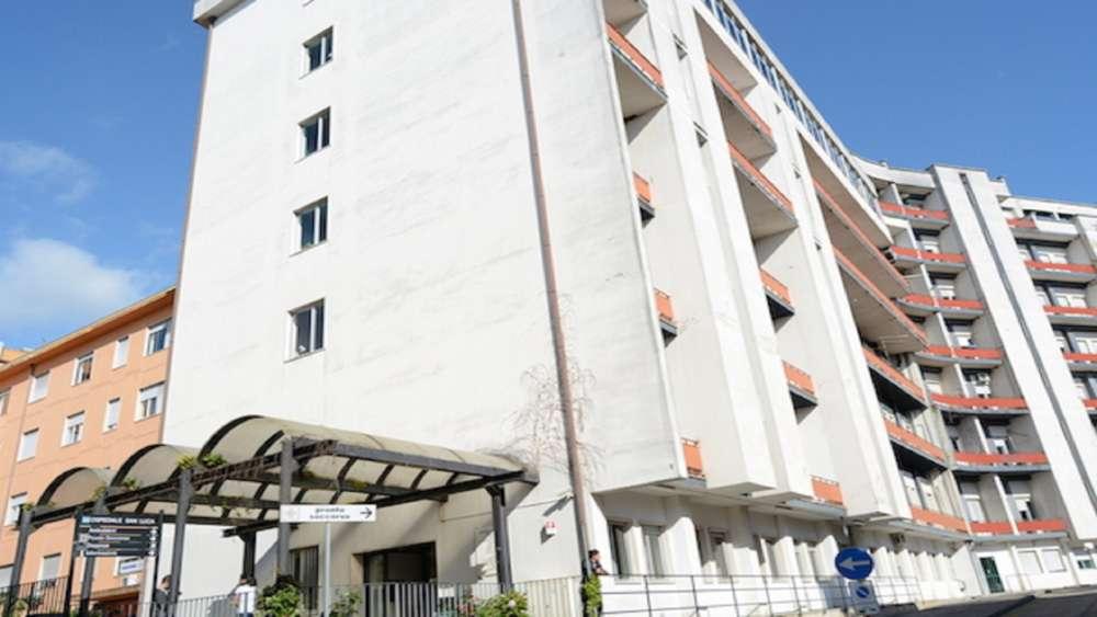 """Vallo della Lucania, l'ospedale chiude ai pazienti covid-19. Il direttore sanitario scrive al 118: """" non siamo attrezzati """""""