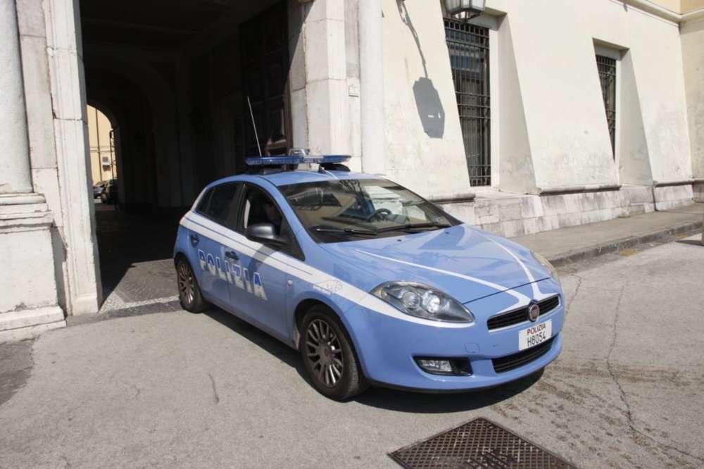 Blitz contro i lavavetri a caserta sanzioni di 50 euro for Polizia di stato caserta permesso di soggiorno