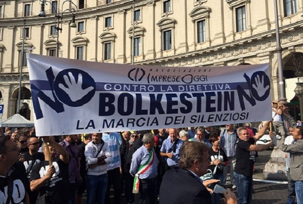 Cos'è la direttiva Bolkestein? Anche Napoli protesterà contro