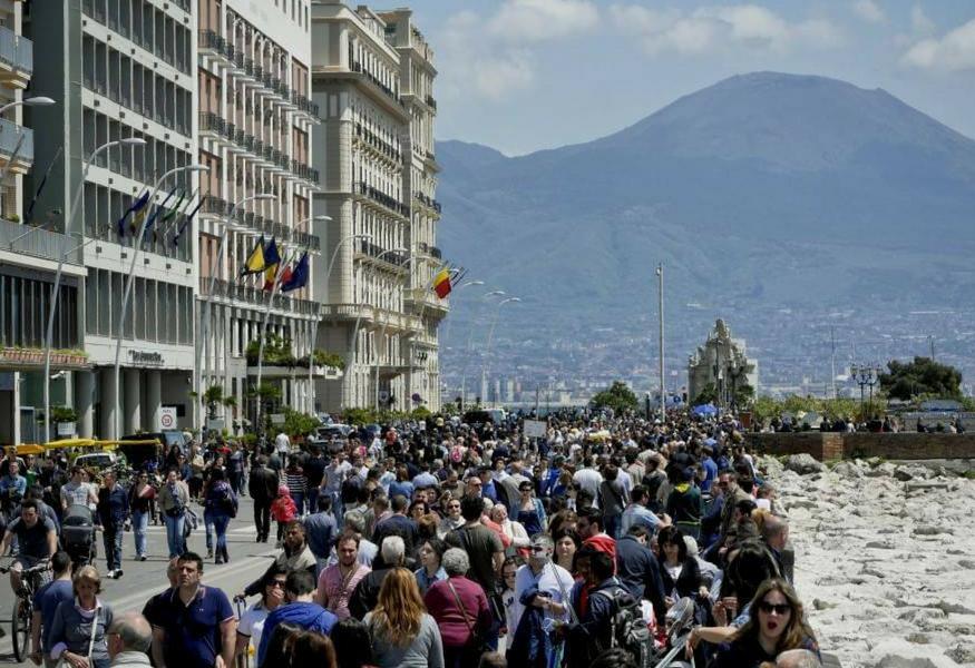 Ponte dell'Immacolata, tutto esaurito a Napoli ma mancano i trasporti