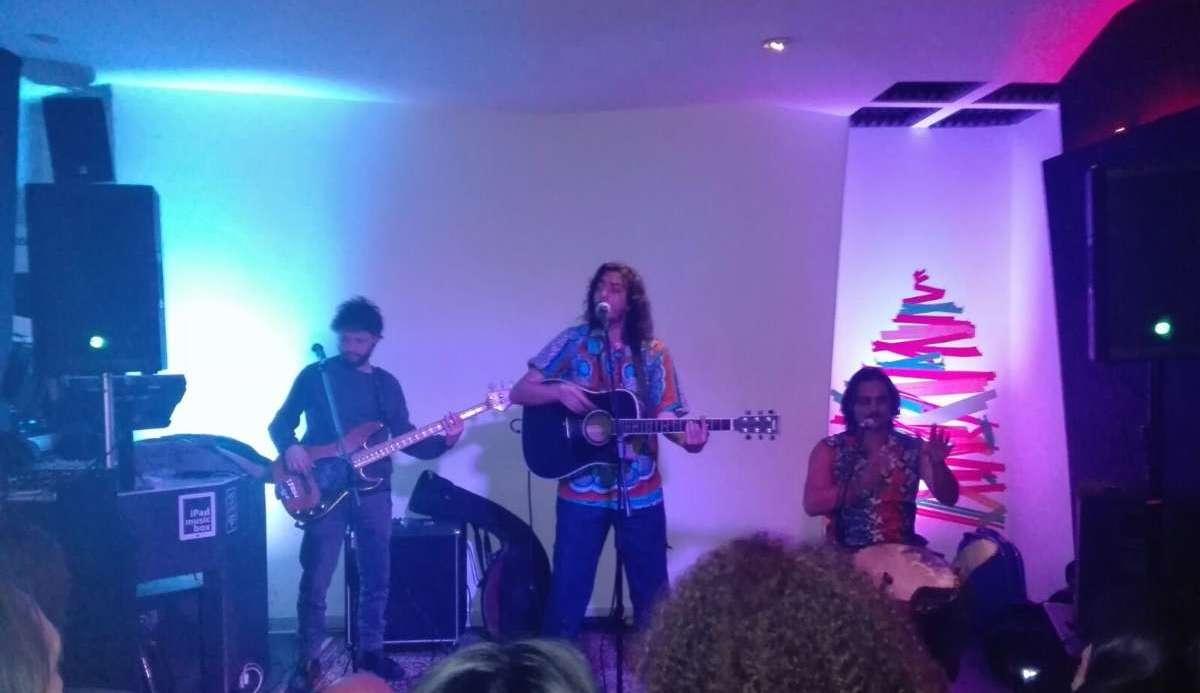 Sandro Joyeux: rifugiati, ius soli e la musica dal sud del mondo