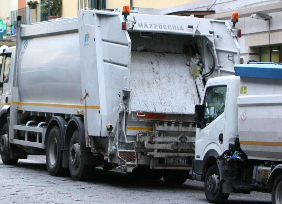 """La parabola del """"ras"""" dei rifiuti: la pensione dopo la parentopoli casertana?"""