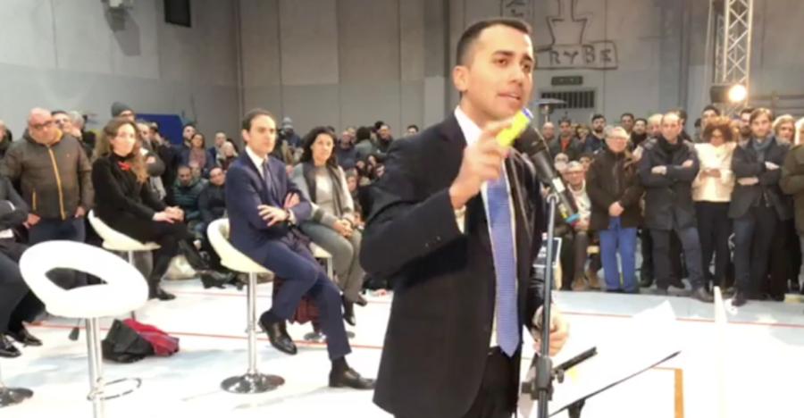 """Di Maio fa il pieno nella sua Pomigliano: """"Marittimi, rilanceremo il settore"""""""