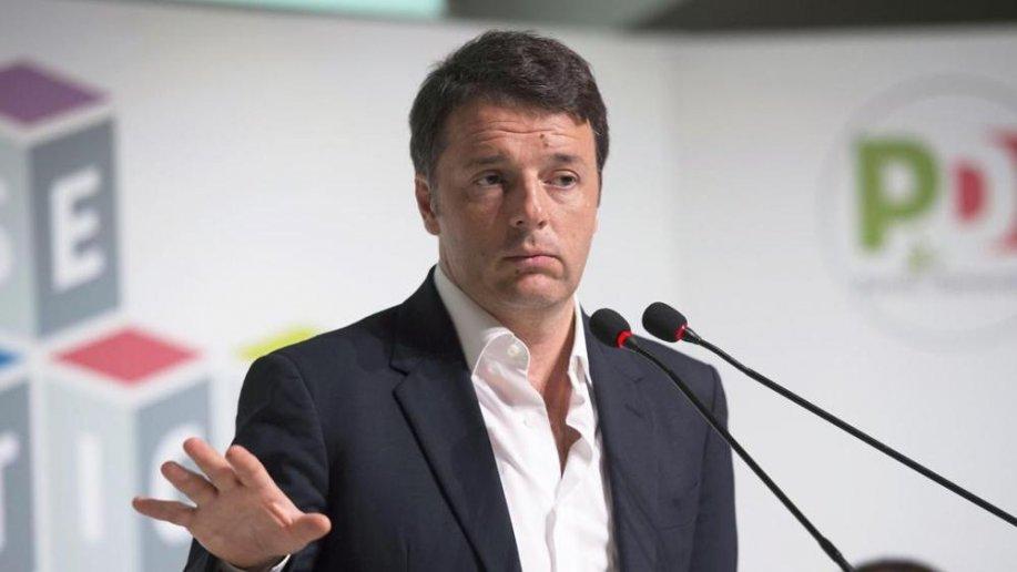 Renzi denuncia chi lo ha offeso: nella lista c'è un giornale casertano