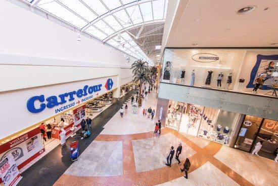 Orari insostenibili scioperano addetti a shopping center for Centro convenienza arredi marcianise marcianise ce