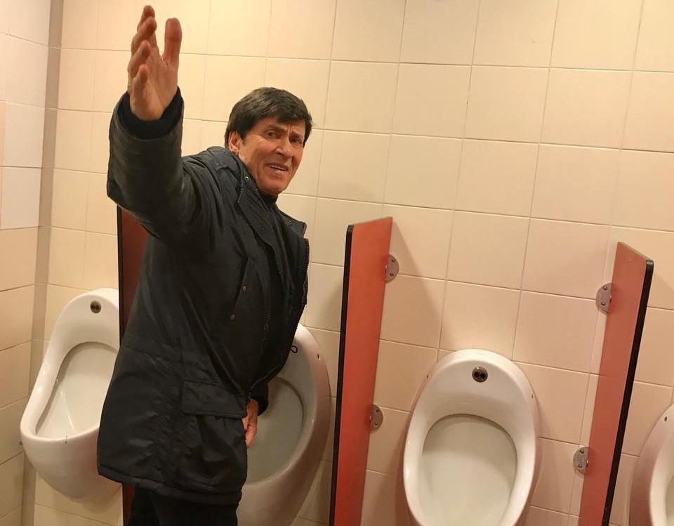 """Morandi paparazzato in bagno in autogrill: """"All'inizio mi sono arrabbiato…"""""""