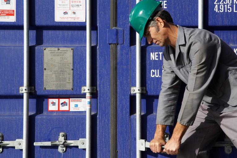 Rassegna stampa sabato 12 gennaio: produzione industriale ko, rischio recessione