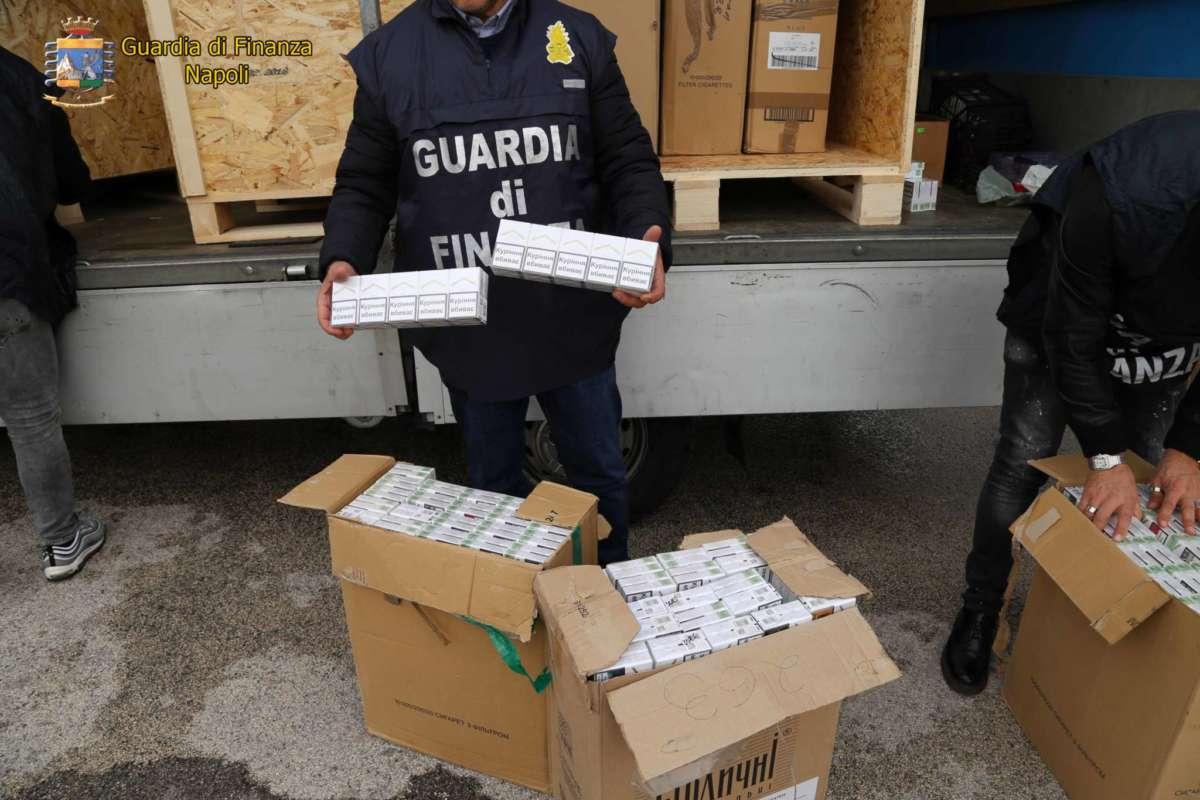 Gdf, sequestrate cinque tonnellate di sigarette: quattro arresti