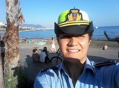 Prof augura morte a poliziotti, la risposta della vigilessa salernitana