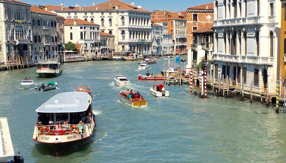 Svolta ecologica a Venezia, i vaporetti andranno a olio