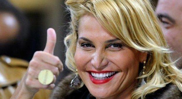 """Simona Ventura si pente: """"Potevo fare a meno della chirurgia plastica"""""""